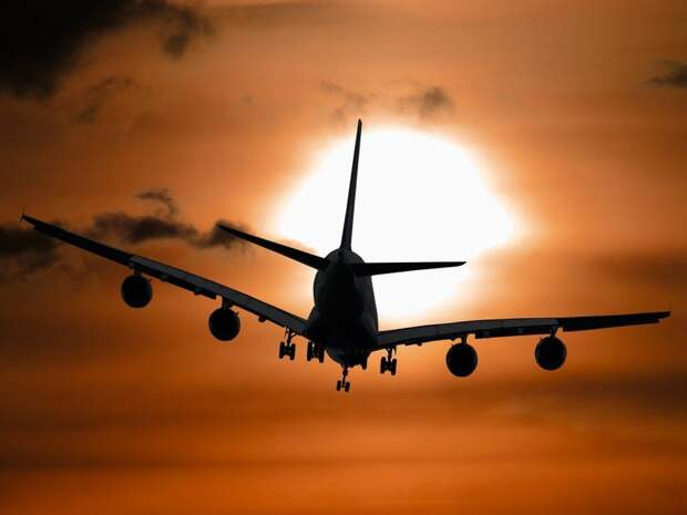 Подавший сигнал бедствия самолет приземлился в Шереметьево