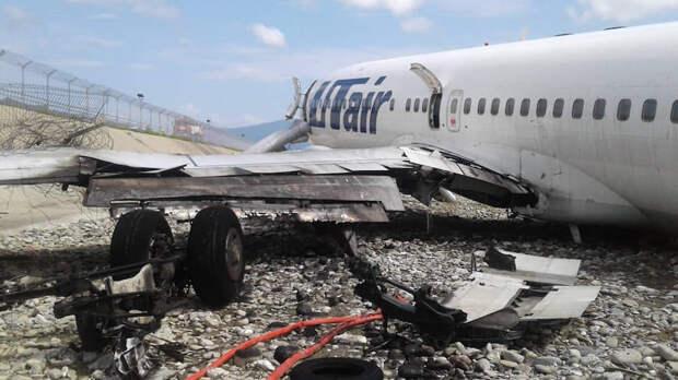Самолет Boeing 737-800 авиакомпании Utair, совершивший аварийную посадку в Сочи