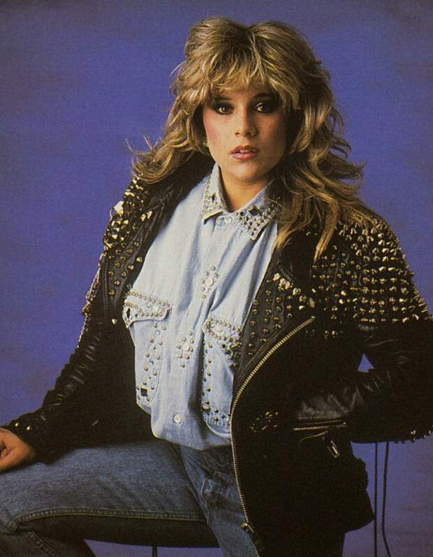 Королева диско Саманта Фокс в стиле 80-ых.