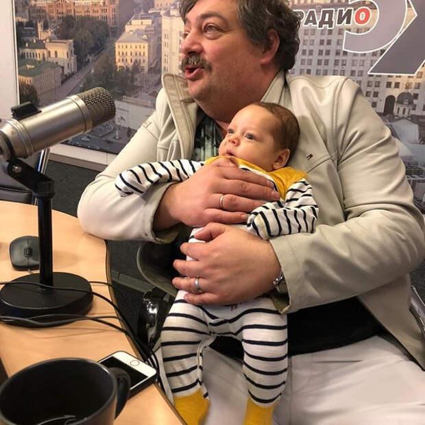 Дмитрий Быков впервые показал сына от молодой супруги