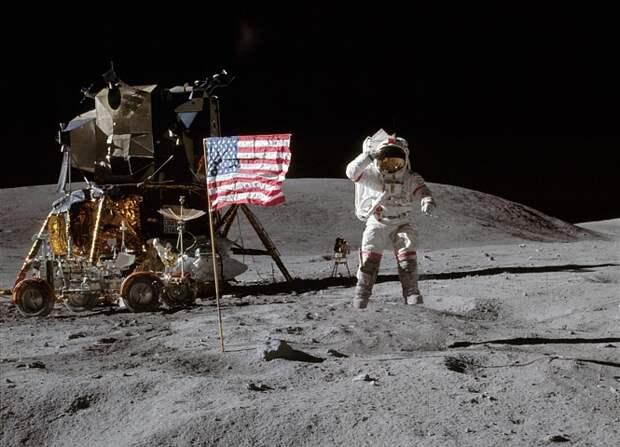 Дональд Трамп снова посылает астронавтов на Луну