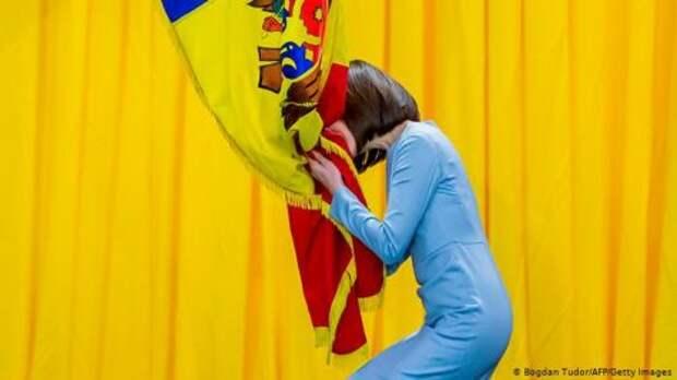 Президент Молдовы получает небольшую зарплату