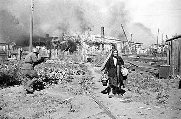 Постоянная опасность притупляет инстинкт самосохранения.Один из эпизодов боев в Сталинграде. 1942 год. Весь Мир, история, фотографии