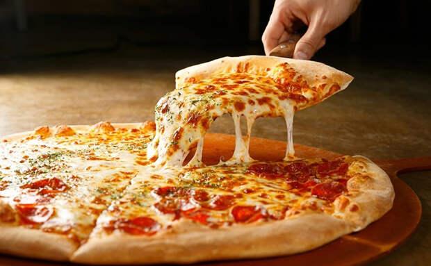 Тесто для пиццы по совету пиццайолы: убираем при замесе воздух