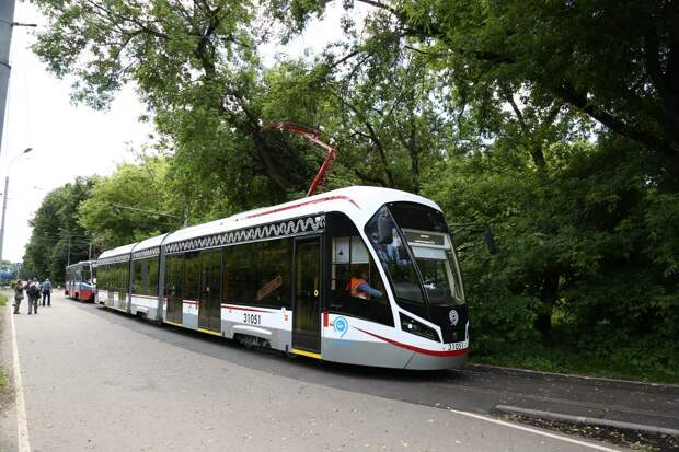 Трамваи маршрутов №28 и 31 временно курсируют до Строгина из-за технических неполадок