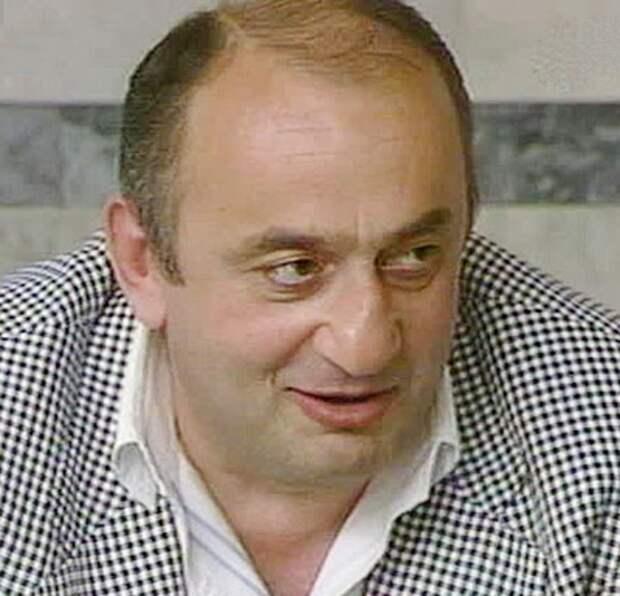 """Криминальный авторитет Отари Квантришвили в передаче """"Под знаком зодиака. Водолей"""". 1993 год."""