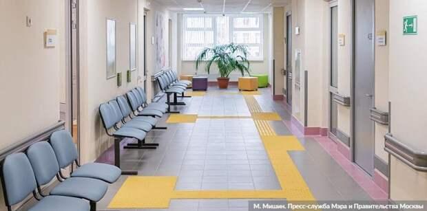Собянин осмотрел итоги реконструкции поликлиники на севере Москвы.Фото: М. Мишин mos.ru