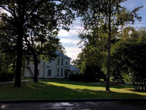 Библиотека имени Пришвина напоминает о временах старинных усадеб
