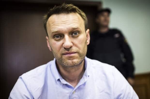 Навальный остается в Омске: мнения сторон разделились
