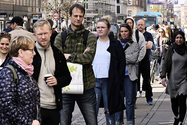 Фотографы из Дании показали, как СМИ могут манипулировать сознанием людей