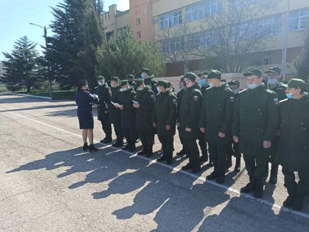 В рамках общероссийской акции «Призывник» полицейские Симферополя и общественники провели серию бесед с молодежью