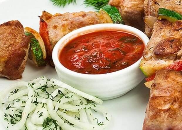 шашлык и красный соус