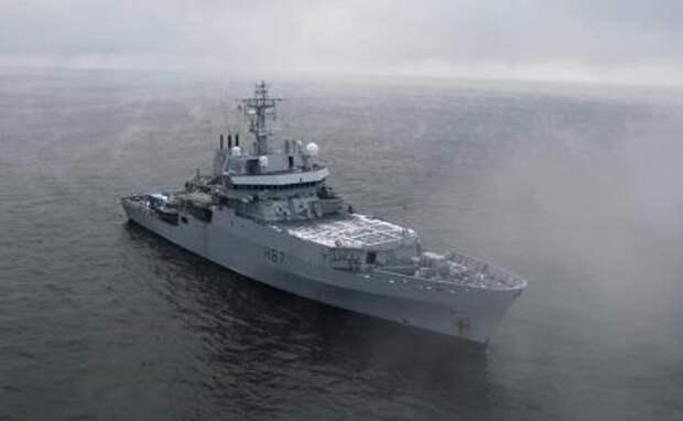 На фото: многоцелевое британское разведывательноесудно HMS Echo («Эхо») в Балтийском море