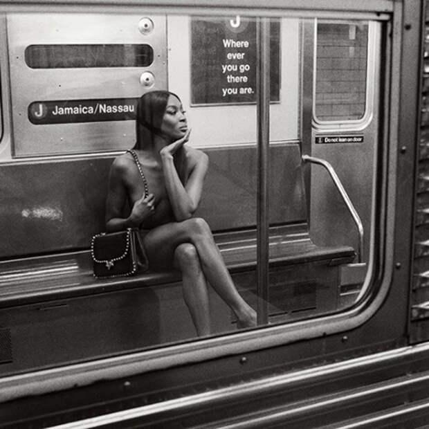 Наоми Кэмпбелл снялась обнаженной в рекламе туши для ресниц