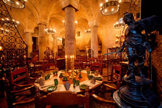 удивительный ресторан-замок