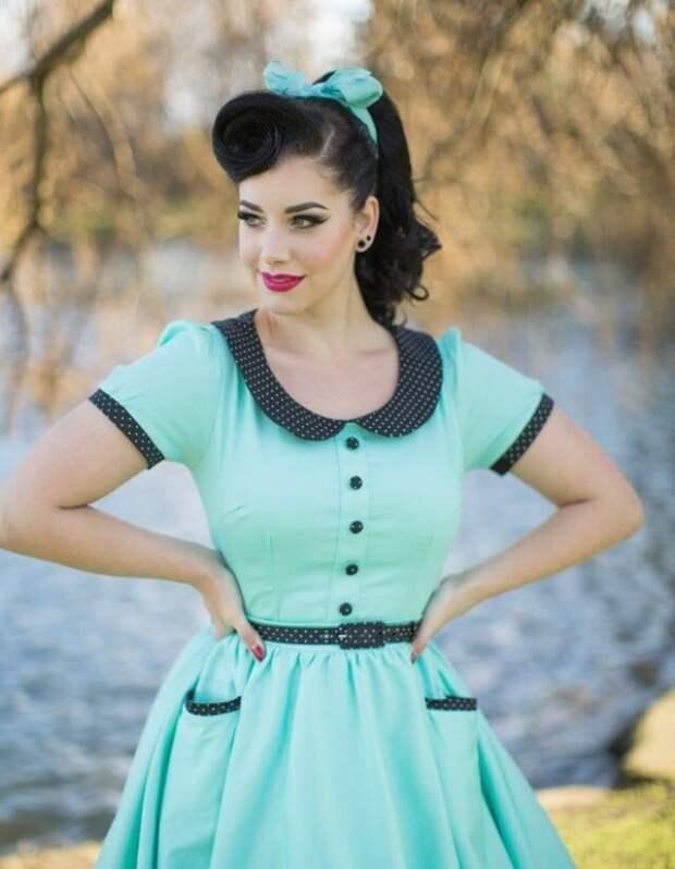 Томный взгляд, повязка в волосах и яркое красивое платье