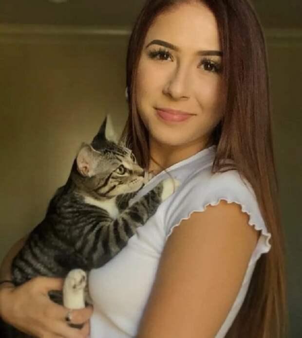 Девушка с котенком