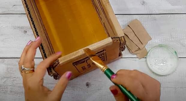 Актуальная идея по использованию картонных коробок. Нужная и полезная вещица