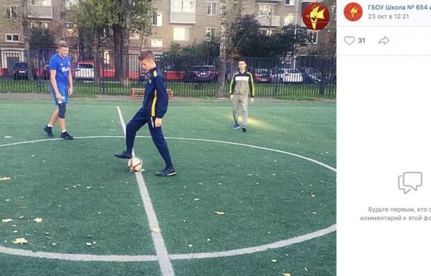 Восьмиклассники из школы на Юных Ленинцев обыграли будущих выпускников в футбол