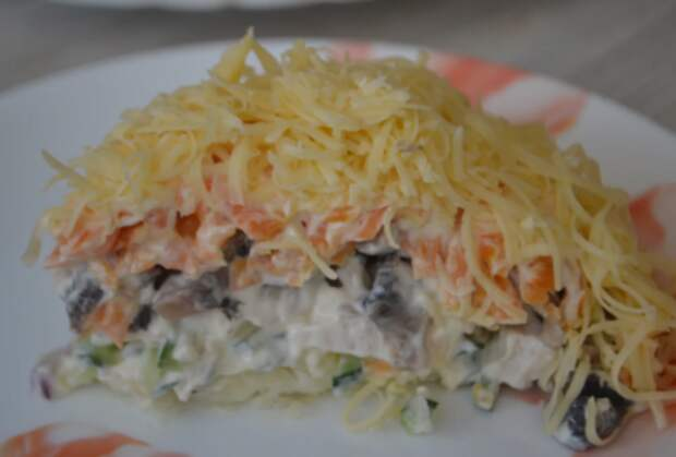 Какой же это вкусный салат! Сметается сразу же