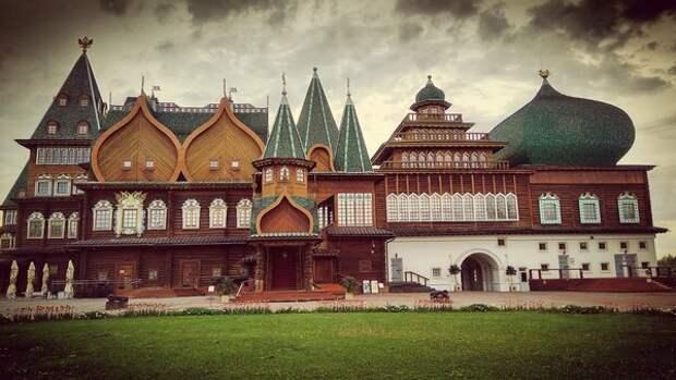 Дворец царя Алексея Михайловича в Коломенском /наше время