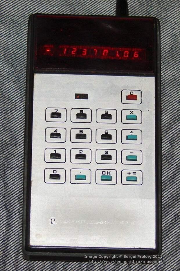 """Один из первых советских калькуляторов """"на батарейках"""" — """"Электроника БЗ-10"""" СССР, гаджет, история, стиралка, техника, факты"""