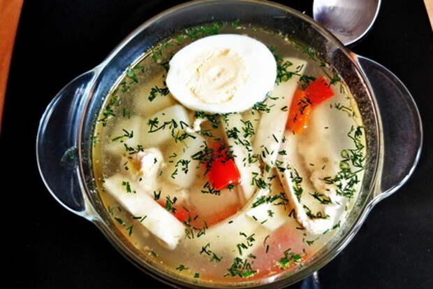 Фото к рецепту: Куриный суп с домашней яичной лапшой