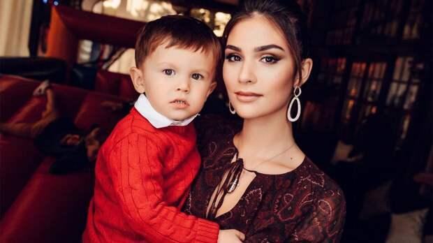 Жена Овечкина показала, как их 2-летний сын Сергей считает от 1 до 9: видео