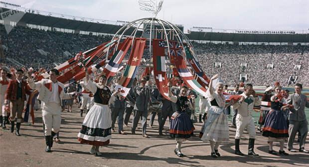festival molodezhi studentov Moskva 1957.jpg 16