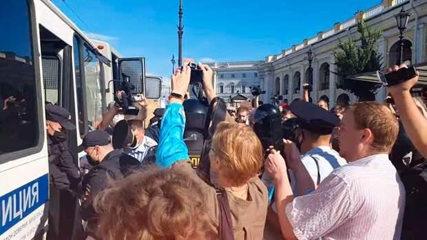 В родном городе Путина Санкт-Петербурге прошли задержания протестующих в поддержку Хабаровска