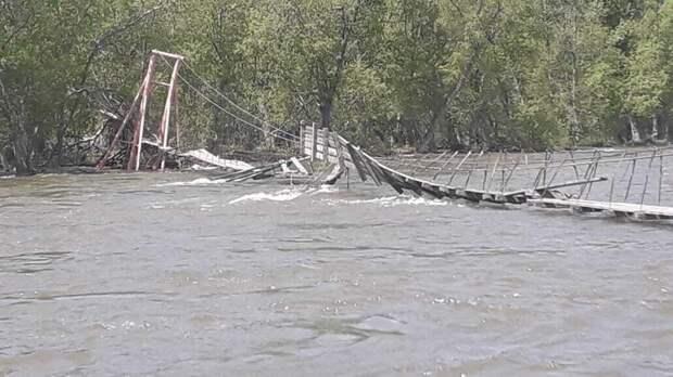 Турист выживал посреди реки после столкновения с мостом на Камчатке