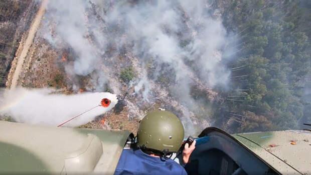 Летчики армейской авиации ЗВО продолжают участвовать в тушении лесных пожаров на территории Республики Карелия