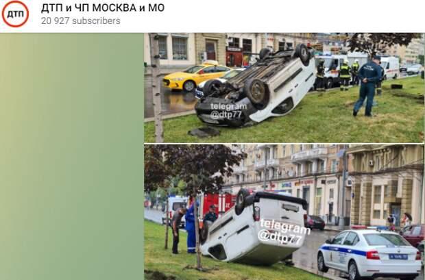 Машина опрокинулась в результате аварии на Ленинградке