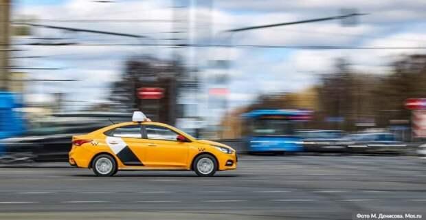 Собянин выделил средства организаторам бесплатной перевозки врачей на такси