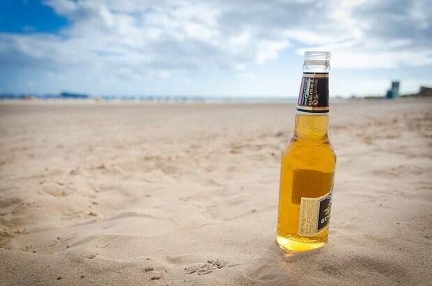 Нарколог рассказал об опасности купания в жару после употребления алкоголя