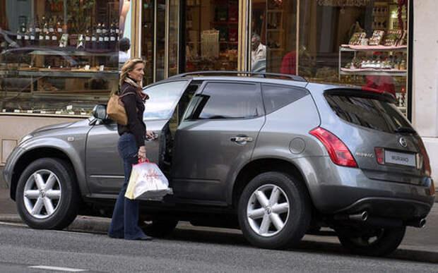Плохой день: женщина попала в ДТП, а проезжавший мимо пристав забрал у нее машину