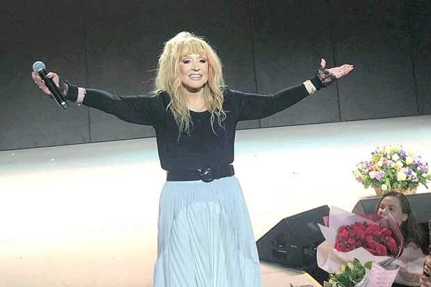 Алла Пугачева на сцене юбилейного концерта.
