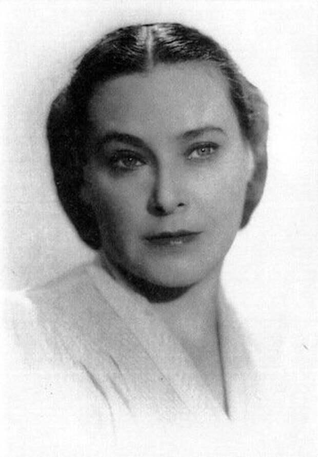 Как выглядела в молодости красавица актриса сыгравшая тетю Костика в «Покровских воротах»