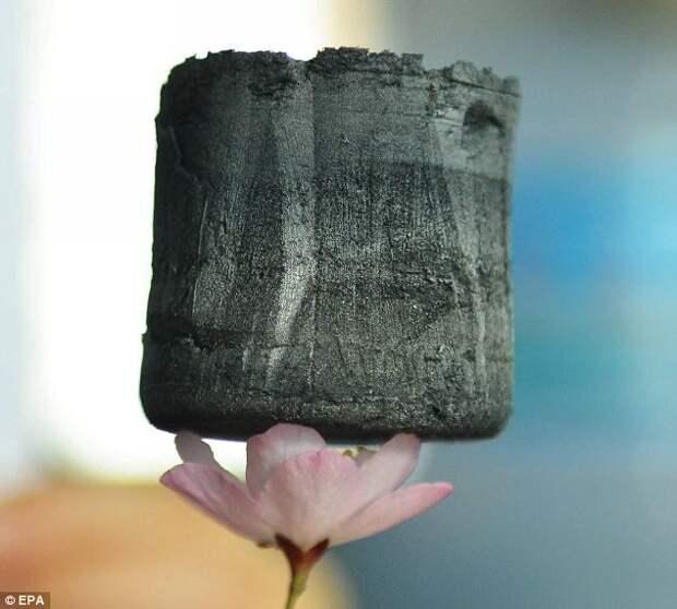 Самый легкий в мире твердый материал