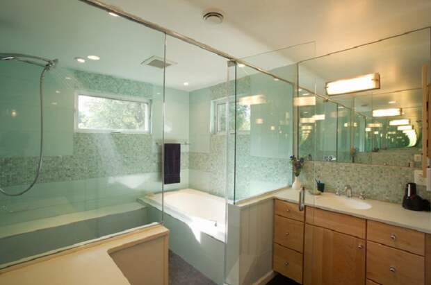 Душевая кабинка с прозрачного стекла, идея для тех кто чувствует себя свободно и непринужденно всегда.