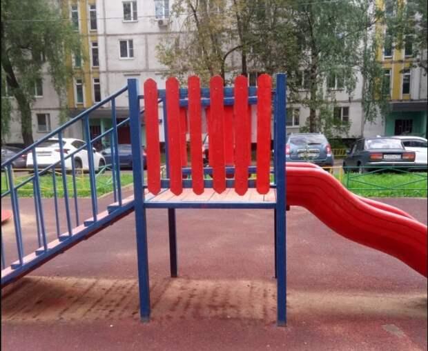 Детскую площадку привели в порядок во дворе на Костромской