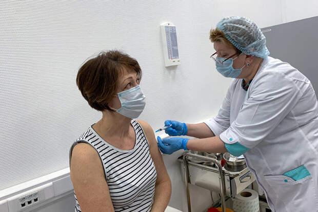 На Урале расширили список работников, обязанных вакцинироваться