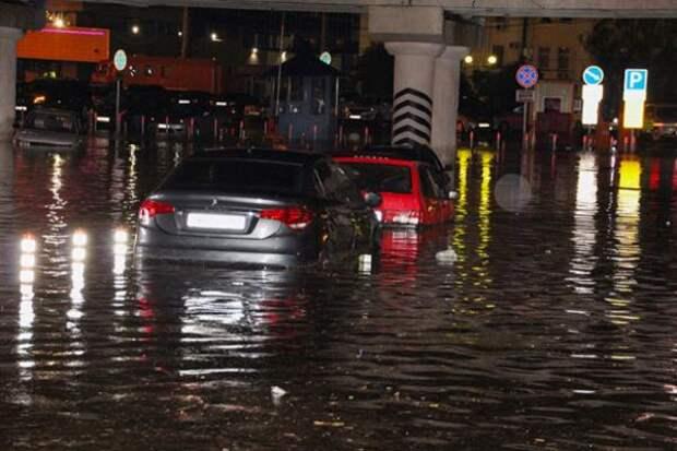 В Ростове ливень затопил ул. Малиновского