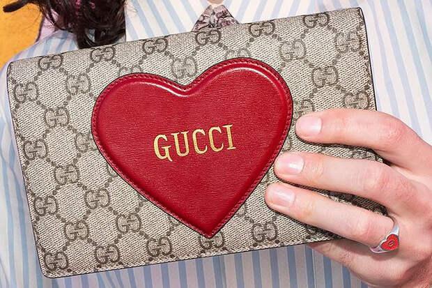 Gucci подсказал фанатам простой способ отличить его одежду от подделок