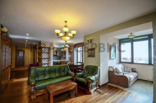 Почем в Омске продают квартиру с кабинетом в панорамной лоджии