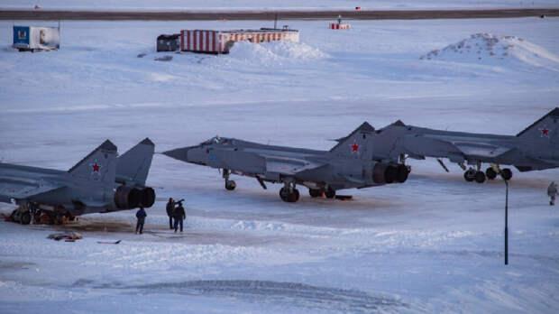 Россия перебросила в Арктику эскадрилью истребителей МиГ-31