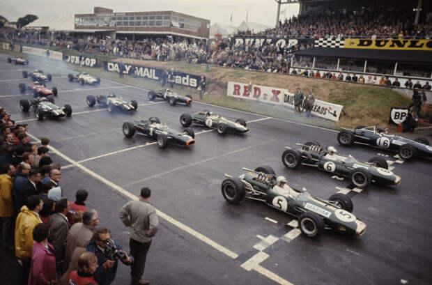 7 архивных фото побед и поражений на «Формуле-1»
