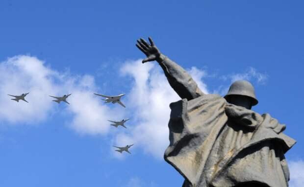Зрелищные кадры и новая техника: россияне восхитились Парадом Победы в Москве