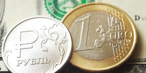 Курс евро перешагнул через отметку в 90 рублей