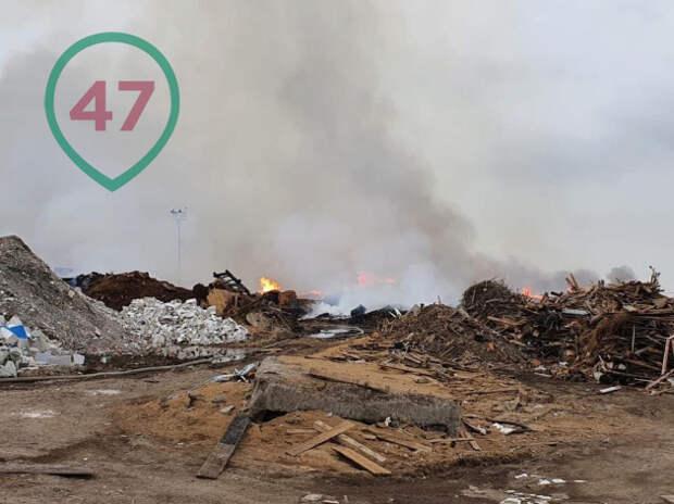 МЧС показывает, как выглядел масштабный пожар на Волхонском шоссе ночью и утром